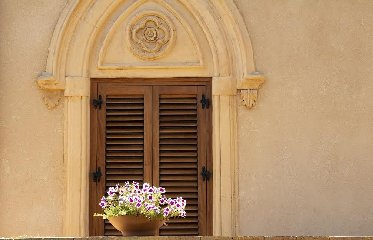 https://www.ragusanews.com//immagini_articoli/23-08-2019/1566560478-il-giardino-mediterraneo-di-villa-aurea-valle-dei-templi-2-240.jpg
