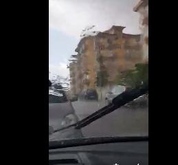 https://www.ragusanews.com//immagini_articoli/23-08-2019/23-agosto-violento-acquazzone-a-ragusa-video-240.png