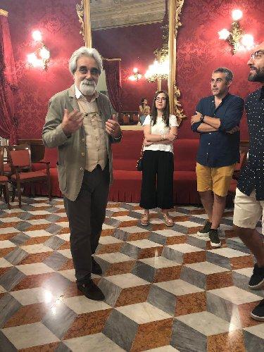 https://www.ragusanews.com//immagini_articoli/23-08-2019/beppe-vessicchio-a-ragusa-per-il-premio-cristina-guastella-500.jpg