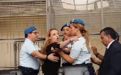 https://www.ragusanews.com//immagini_articoli/23-08-2020/ragusa-veronica-torna-in-aula-il-22-settembre-e-accusata-di-calunnia-240.jpg