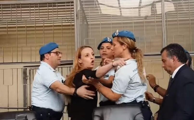 https://www.ragusanews.com//immagini_articoli/23-08-2020/ragusa-veronica-torna-in-aula-il-22-settembre-e-accusata-di-calunnia-500.jpg