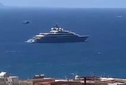https://www.ragusanews.com//immagini_articoli/23-08-2021/jeff-bezos-in-elicottero-sullo-yacht-da-3-5-mln-a-settimana-video-280.jpg