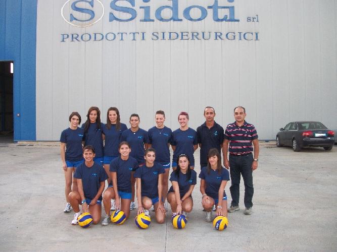 https://www.ragusanews.com//immagini_articoli/23-09-2011/annunziata-volley-comiso-la-mazzeo-veste-di-gialloblu-500.jpg