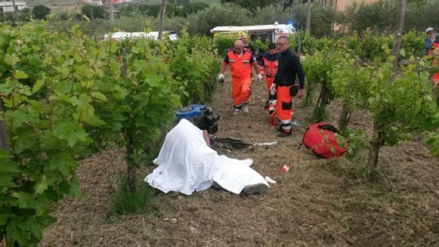 http://www.ragusanews.com//immagini_articoli/23-09-2017/travolto-motozappa-muore-agricoltore-500.jpg