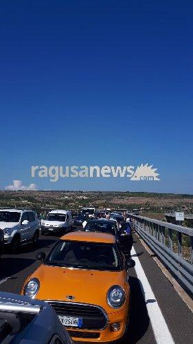 https://www.ragusanews.com//immagini_articoli/23-09-2018/incidente-file-minuti-catania-siracusa-500.jpg