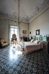 https://www.ragusanews.com//immagini_articoli/23-09-2018/visita-degustazione-palazzo-castro-grimaldi-modica-240.jpg