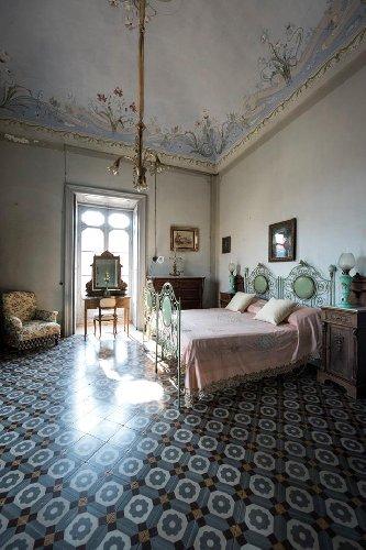 https://www.ragusanews.com//immagini_articoli/23-09-2018/visita-degustazione-palazzo-castro-grimaldi-modica-500.jpg