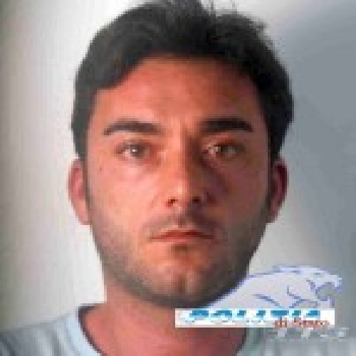 http://www.ragusanews.com//immagini_articoli/23-10-2014/droga-arrestato-giuseppe-gandolfo-500.jpg