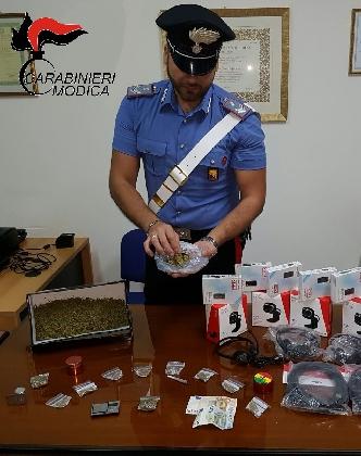 http://www.ragusanews.com//immagini_articoli/23-10-2016/antidroga-arrestato-giovane-per-spaccio-a-pozzallo-420.jpg