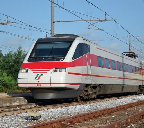 http://www.ragusanews.com//immagini_articoli/23-10-2016/scicli-ferrovie-sconti-per-chi-vuol-votare-420.png