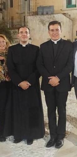 https://www.ragusanews.com//immagini_articoli/23-10-2017/sacerdoti-scicli-500.jpg