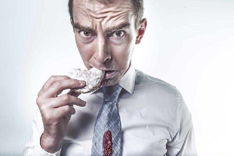 https://www.ragusanews.com//immagini_articoli/23-10-2019/nutrizione-cosa-mangiare-quando-si-ha-fame-fuori-pasto-500.jpg