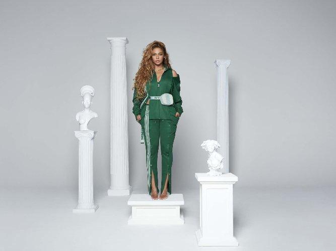 https://www.ragusanews.com//immagini_articoli/23-10-2020/1603468969-adidas-tutti-pazzi-per-la-collab-con-ivy-park-2-500.jpg