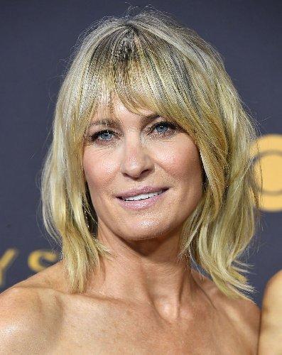 https://www.ragusanews.com//immagini_articoli/23-10-2020/1603487019-i-tagli-capelli-corti-2020-per-le-over-50-che-vogliono-ringiovanire-foto-11-500.jpg