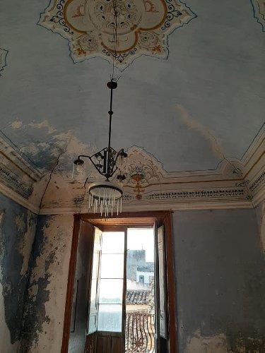 https://www.ragusanews.com//immagini_articoli/23-10-2020/apertura-straordianria-di-palazzo-beneventano-500.jpg