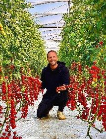 https://www.ragusanews.com//immagini_articoli/23-10-2020/simone-rugiati-lo-chef-con-la-valigia-sempre-in-mano-approda-a-ragusa-280.jpg