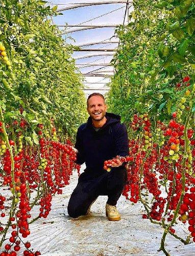 https://www.ragusanews.com//immagini_articoli/23-10-2020/simone-rugiati-lo-chef-con-la-valigia-sempre-in-mano-approda-a-ragusa-500.jpg