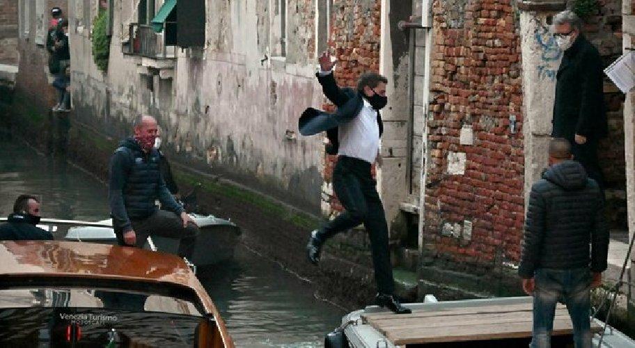 https://www.ragusanews.com//immagini_articoli/23-10-2020/tom-cruise-a-venezia-fermate-le-riprese-di-mission-impossible-7-500.jpg