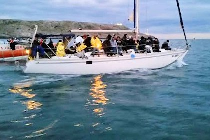 https://www.ragusanews.com//immagini_articoli/23-10-2020/trentadue-migranti-arrivano-in-barca-a-vela-a-marzamemi-280.jpg