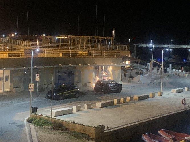 https://www.ragusanews.com//immagini_articoli/23-10-2020/vietato-stazionare-al-porto-di-marina-di-ragusa-nel-weekend-500.jpg