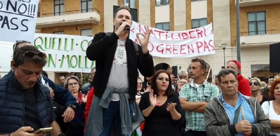 https://www.ragusanews.com//immagini_articoli/23-10-2021/no-green-pass-manifestazioni-nelle-citta-siciliane-video-280.jpg