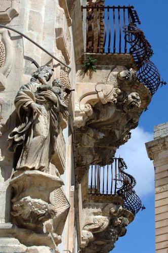https://www.ragusanews.com//immagini_articoli/23-11-2012/paolo-nifosi-scicli-citta-teatro-irripetibile-500.jpg