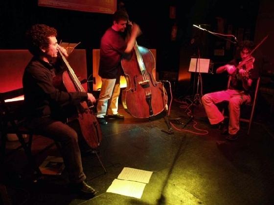 https://www.ragusanews.com//immagini_articoli/23-11-2016/gli-archibugi-string-trio-al-convivio-jazz-factory-420.jpg