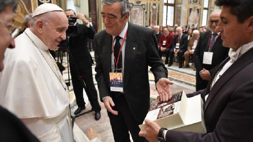 https://www.ragusanews.com//immagini_articoli/23-11-2018/papa-francesco-ricorda-giorgio-pira-500.jpg