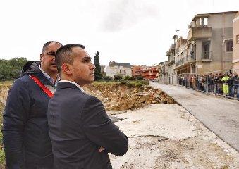 https://www.ragusanews.com//immagini_articoli/23-11-2019/1574529520-luigi-di-maio-luoghi-disastro-idrogeologico-in-sicilia-1-240.jpg