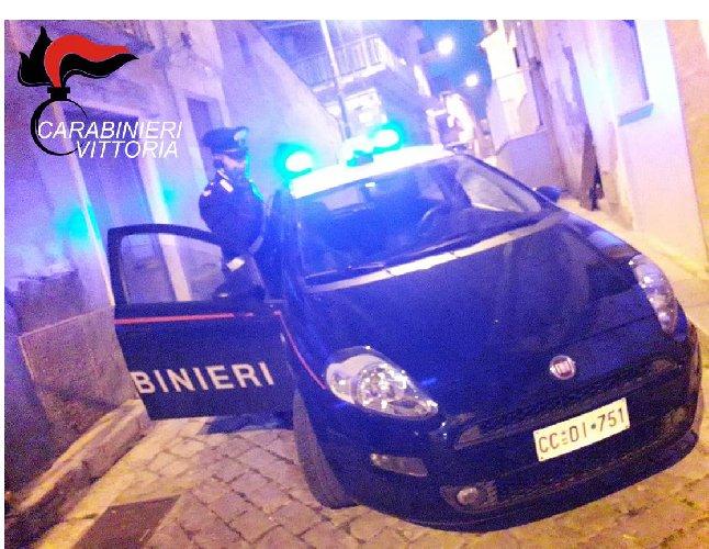 https://www.ragusanews.com//immagini_articoli/23-11-2019/e-ai-domiciliari-ma-va-a-passeggio-al-centro-commerciale-500.jpg