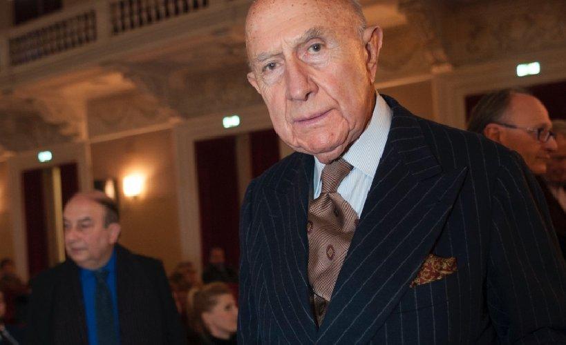 https://www.ragusanews.com//immagini_articoli/23-11-2020/morto-beppe-modenese-primo-ambasciatore-del-made-in-italy-500.jpg