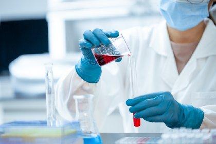 https://www.ragusanews.com//immagini_articoli/23-11-2020/oxford-rilancia-vaccino-efficace-al-70-ma-piu-economico-2-80-euro-a-dose-280.jpg