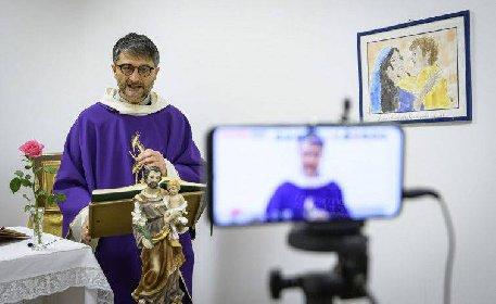 https://www.ragusanews.com//immagini_articoli/23-11-2020/zona-rossa-sospesa-la-celebrazione-dei-sacramenti-a-comiso-e-acate-280.jpg