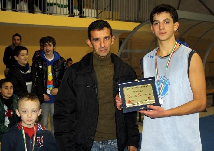 https://www.ragusanews.com//immagini_articoli/23-12-2012/parata-di-stelle-del-basket-giovanile--al-vii-memorial-rosario-battaglia-500.jpg