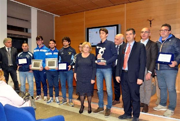 http://www.ragusanews.com//immagini_articoli/23-12-2016/premio-padua-consegnato-roberto-chessari-420.jpg