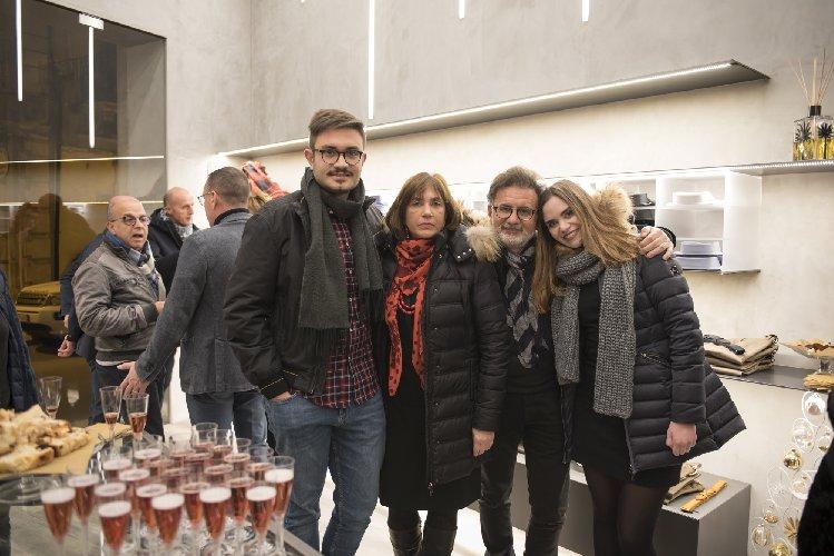 https://www.ragusanews.com//immagini_articoli/23-12-2017/1514052304-apre-arpel-uomo-scicli-festa-foto-3-500.jpg