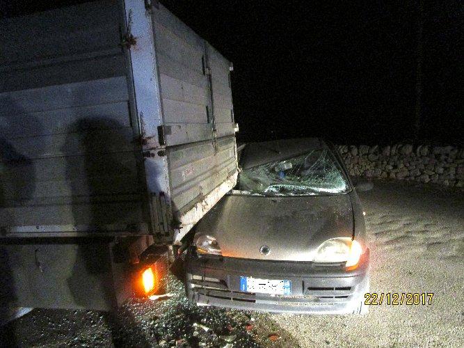 https://www.ragusanews.com//immagini_articoli/23-12-2017/modica-auto-autocarro-ferito-500.jpg