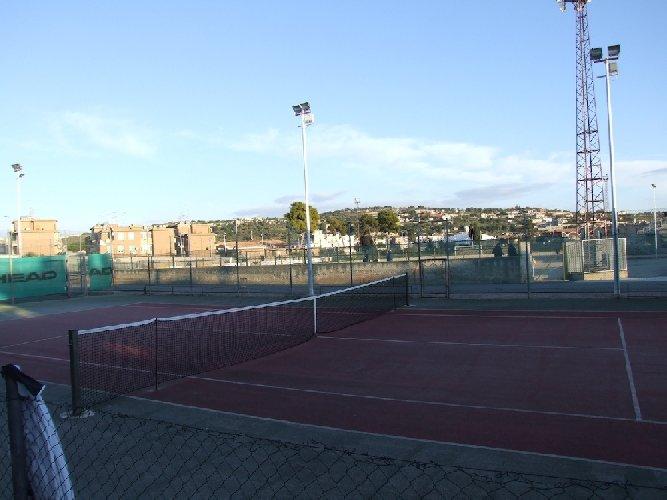 http://www.ragusanews.com//immagini_articoli/23-12-2017/scicli-campo-tennis-giunta-privilegi-500.jpg