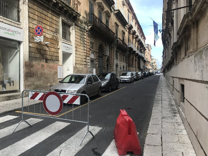 https://www.ragusanews.com//immagini_articoli/23-12-2018/centro-ragusa-chiusa-traffico-trasformata-parcheggio-500.jpg