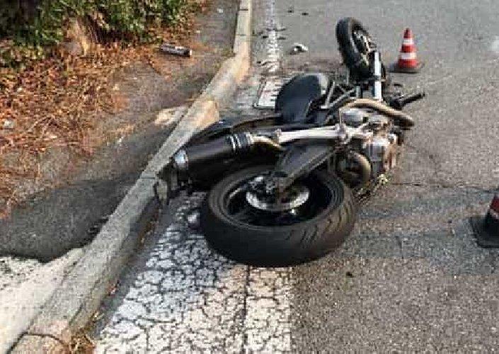 https://www.ragusanews.com//immagini_articoli/23-12-2018/incidente-moto-portopalo-marzamemi-muore-31enne-500.jpg