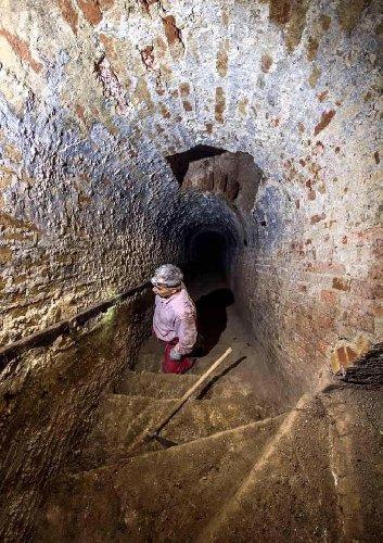 https://www.ragusanews.com//immagini_articoli/23-12-2019/la-miniera-di-gesso-di-imbastita-a-scicli-500.jpg