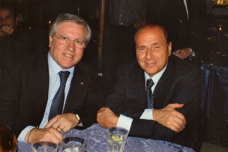 https://www.ragusanews.com//immagini_articoli/24-01-2011/riccardo-a-leontini-stai-zitto-la-colpa-e-tua-500.jpg