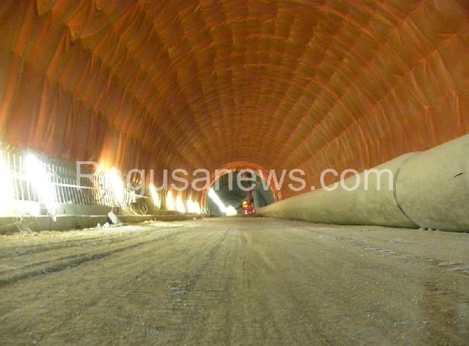 http://www.ragusanews.com//immagini_articoli/24-01-2016/autostrada-ecco-la-galleria-ispica-pozzallo-500.jpg