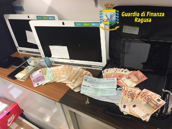 Blitz della Guardia di Finanza, rete di scommesse illegali: sequestri a Salerno