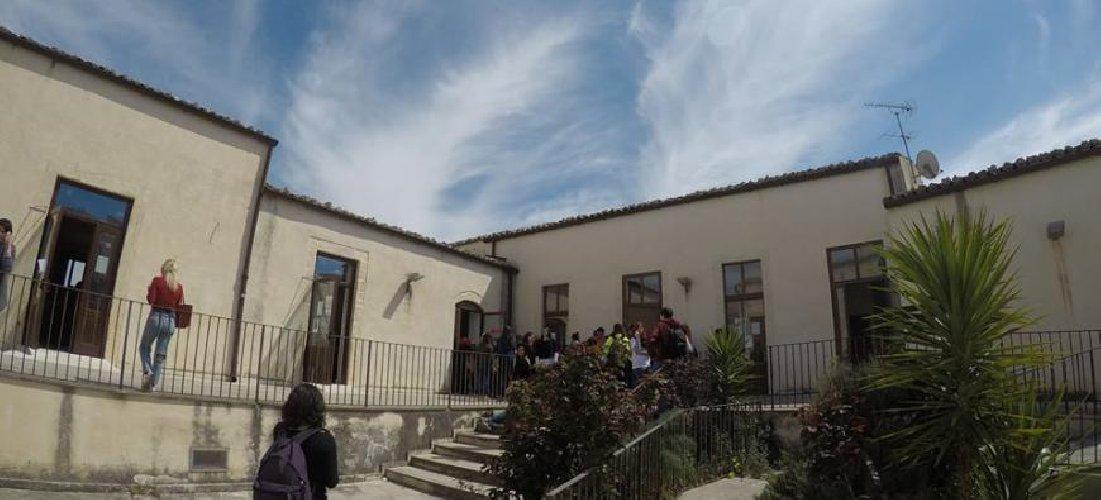 https://www.ragusanews.com//immagini_articoli/24-01-2019/sabato-open-lingue-ragusa-500.jpg