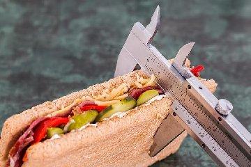 https://www.ragusanews.com//immagini_articoli/24-01-2020/dieta-dimagrire-con-la-regola-5-240.jpg