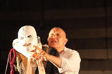 https://www.ragusanews.com//immagini_articoli/24-01-2020/pietro-montandon-con-lunaria-in-teatro-a-ragusa-240.jpg