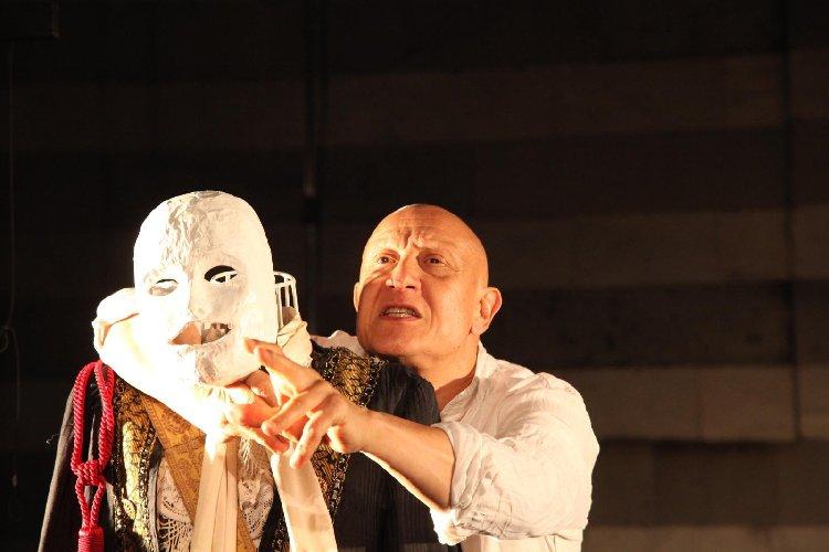 https://www.ragusanews.com//immagini_articoli/24-01-2020/pietro-montandon-con-lunaria-in-teatro-a-ragusa-500.jpg