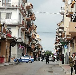 https://www.ragusanews.com//immagini_articoli/24-01-2020/quartiere-assediato-per-sfratto-casa-venduta-all-asta-al-dieci-per-cento-240.jpg