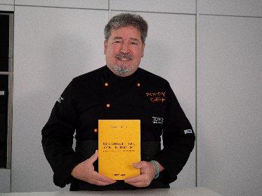 https://www.ragusanews.com//immagini_articoli/24-01-2021/due-chiacchiere-con-un-risotto-il-libro-autobiografico-di-poppy-chef-280.jpg